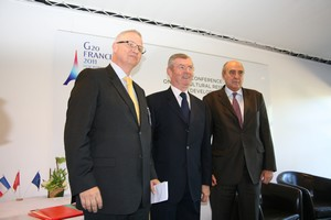 Laszlo Trocsanyi,Hungarian Ambassador in Paris - Henri de Raincourt, French Minister of Cooperation - Carlos Perez Del Castillo,CGIAR Board Chair